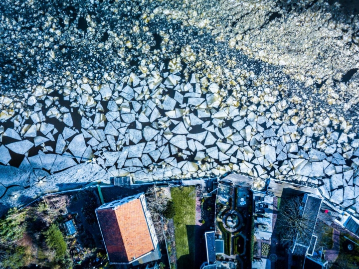 Abstract, photography, abstract photography, details, drone frozen river, running beach, courir sur la plage, drone viaduc, drone logistique, drone la Haye, drone The Hague, photo Haag, photo Hague, photographie la haye, photo Francfort