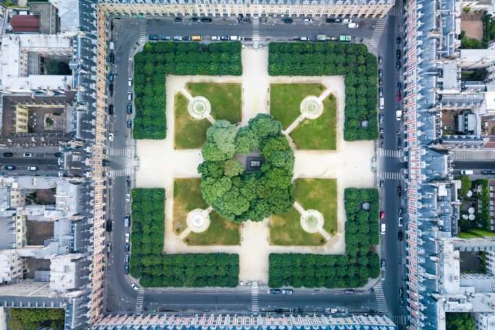 Vue verticale de la Place des Vosges, en drone