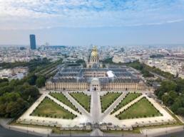 La géométrie des Jardins du Grand Palais vu du ciel en drone, Paris
